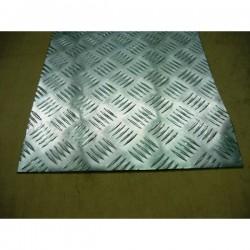 Blacha aluminiowa ryflowana o wymiarach 1000 mm x 2000 mm.